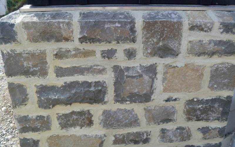 Grey oxford stone with lime plastered joints
